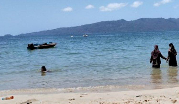 Menjelajah Pantai Karanggongso Trenggalek